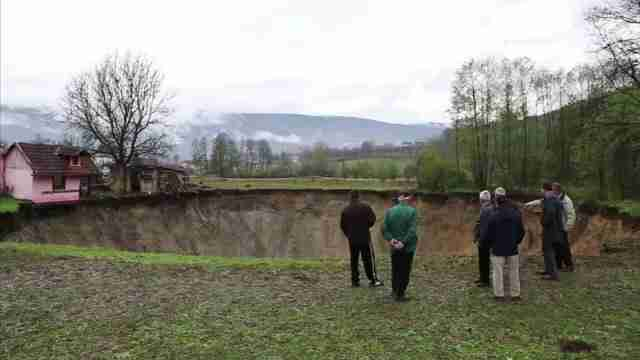 Bosnian Sink Hole1