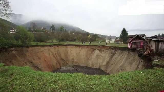 Bosnian Sink Hole2