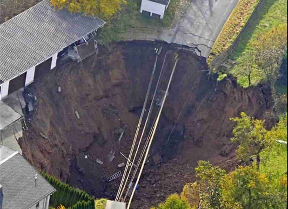 Giant Sink Hole1