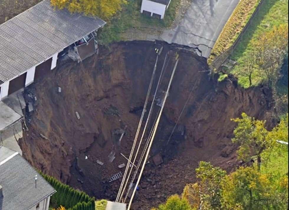 Giant Sink Hole1
