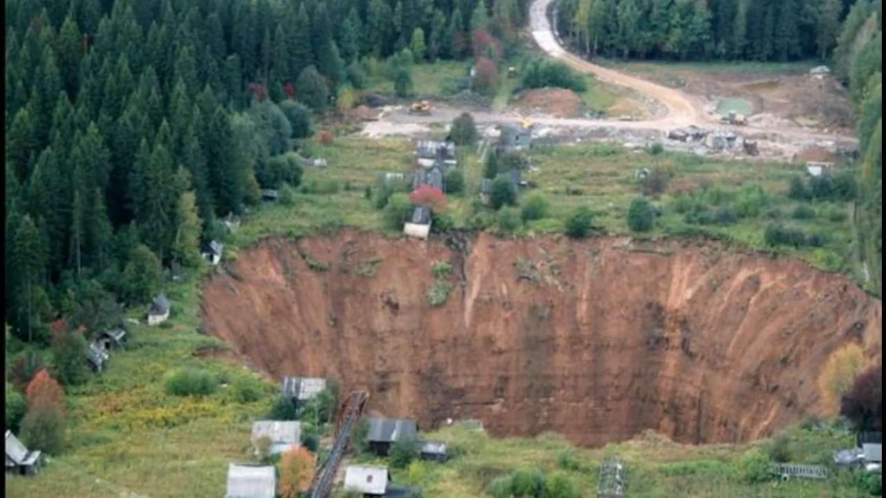 Siberia Sink Hole2